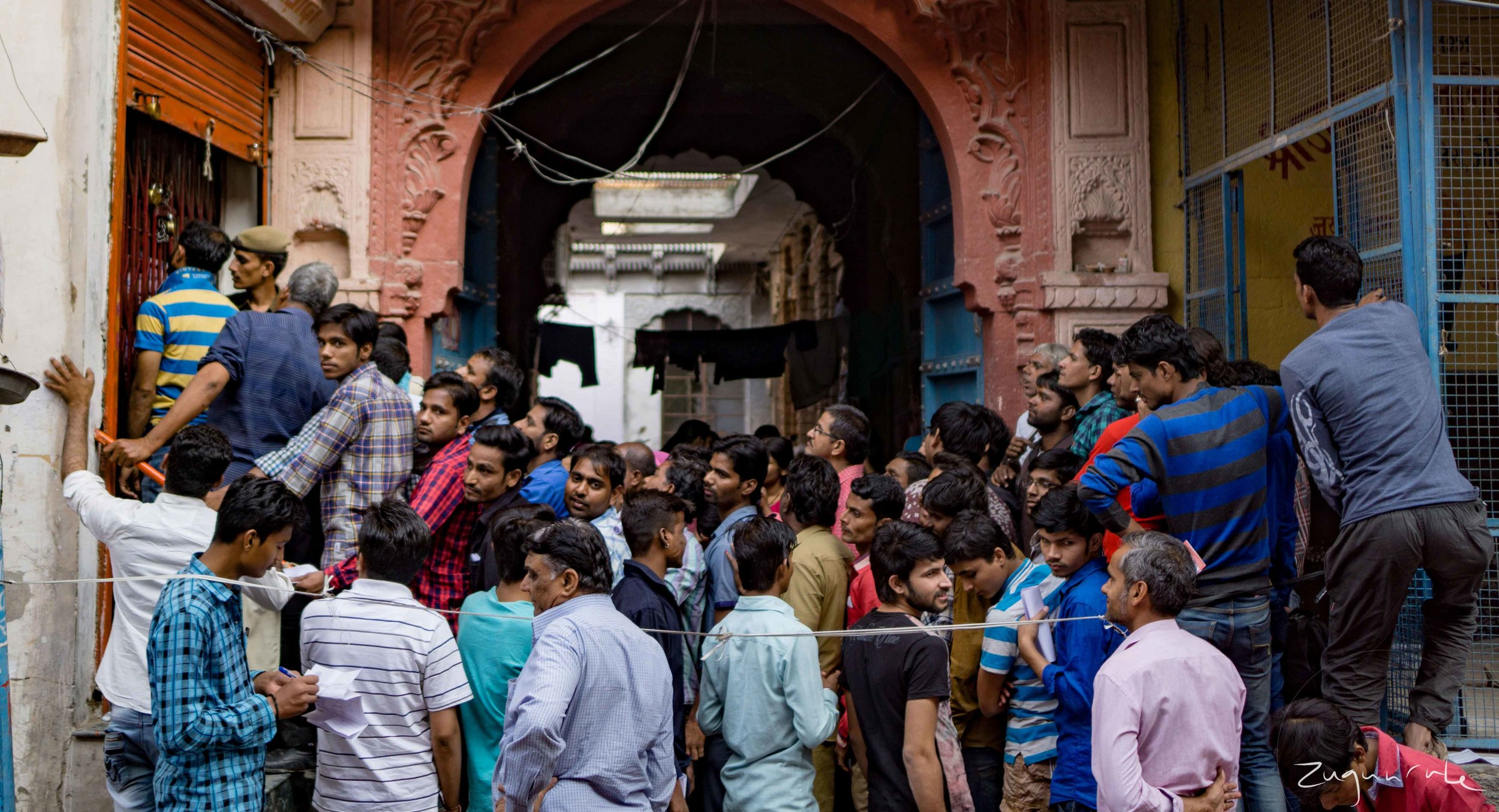 The line outside of a bank in Jodhpur