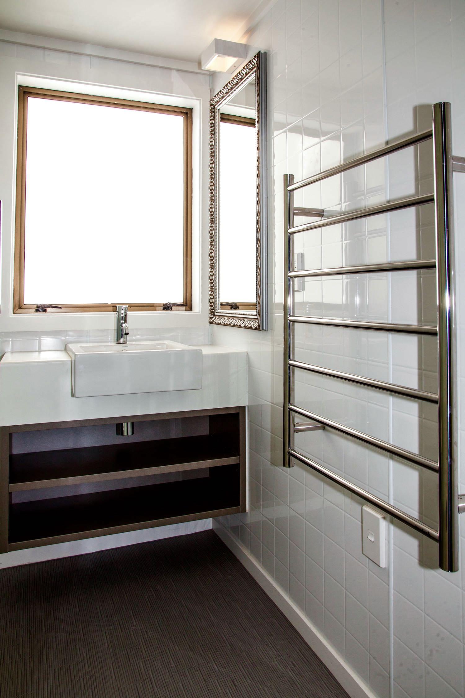 mezzanine - queen bathroom