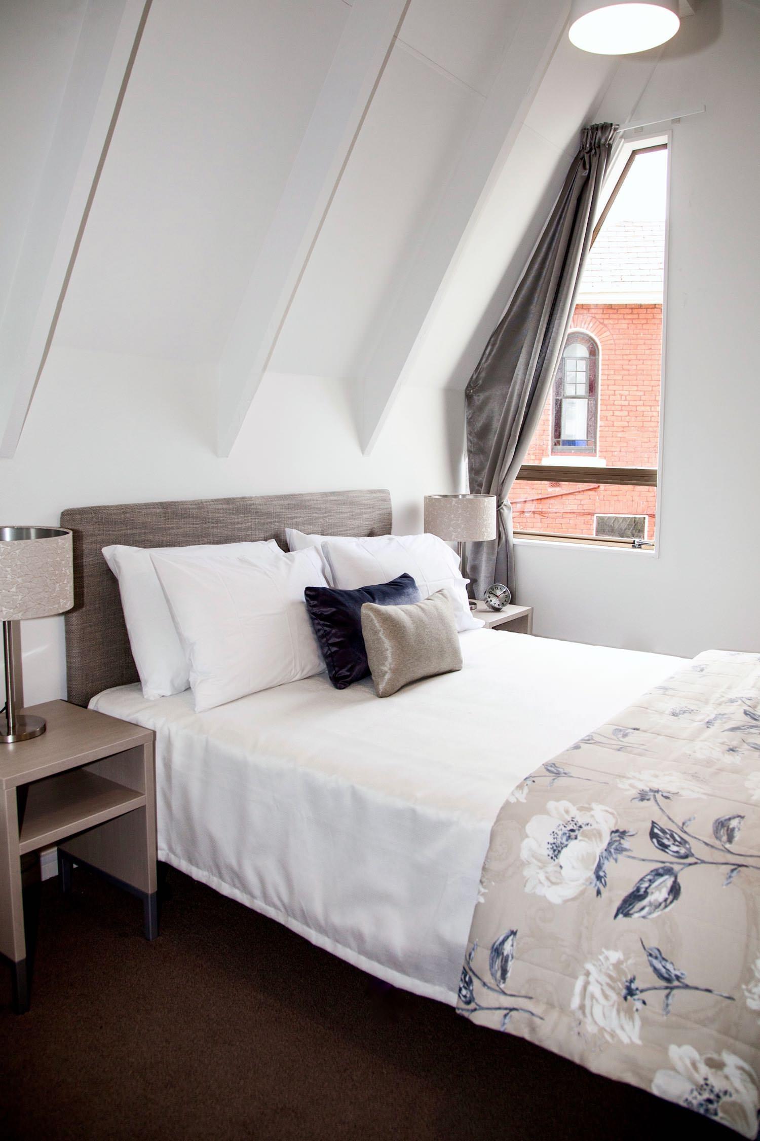 mezzanine - queen bed