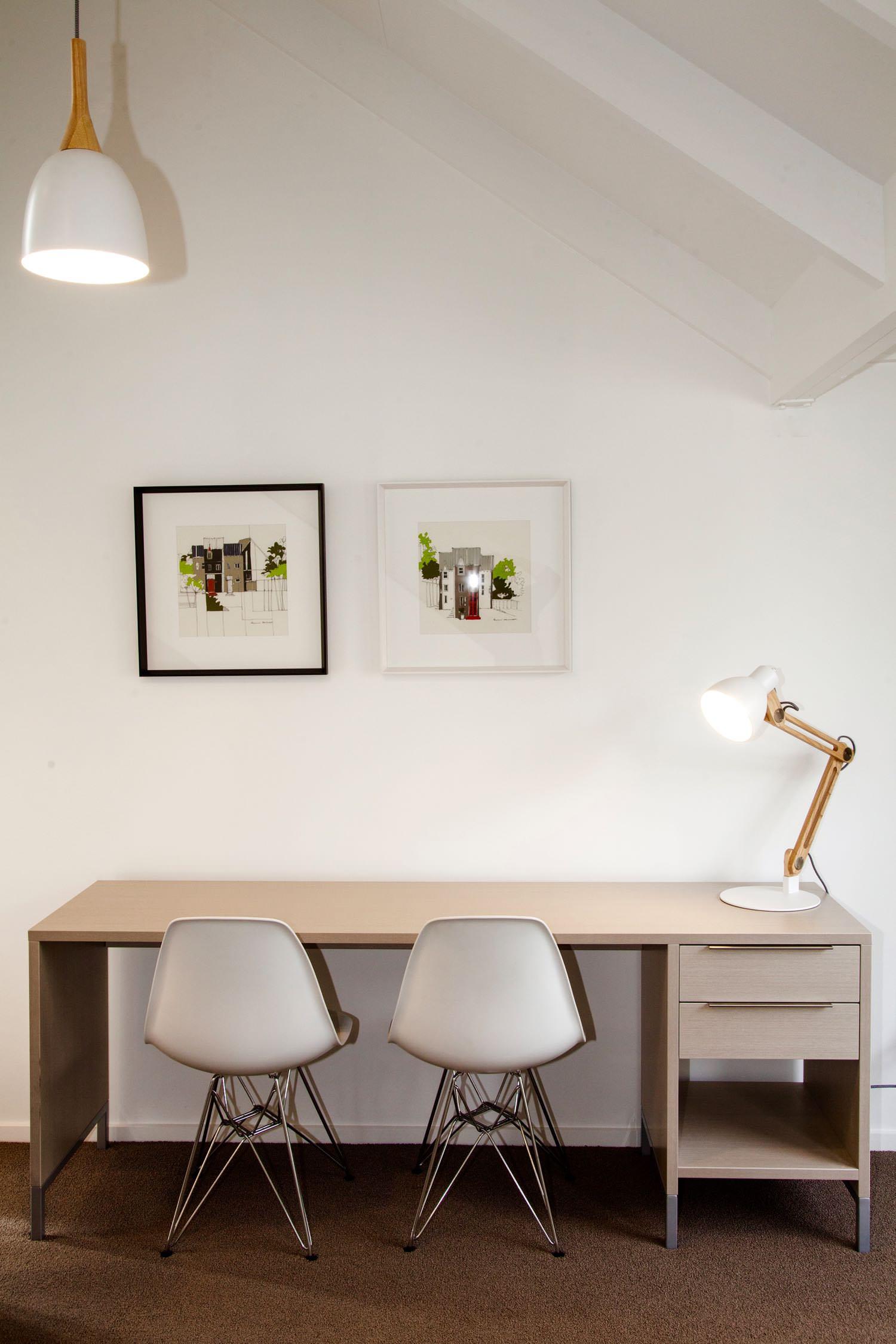 mezzanine - king desk