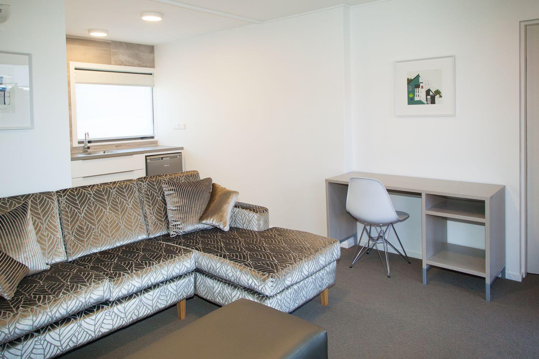 1 bedroom suite - king lounge
