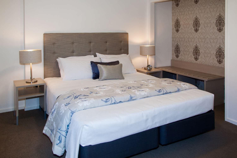 1 bedroom suite - king bed