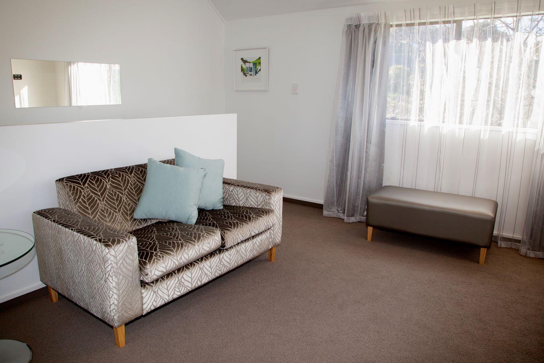 2 bedroom suite - king & queen lounge