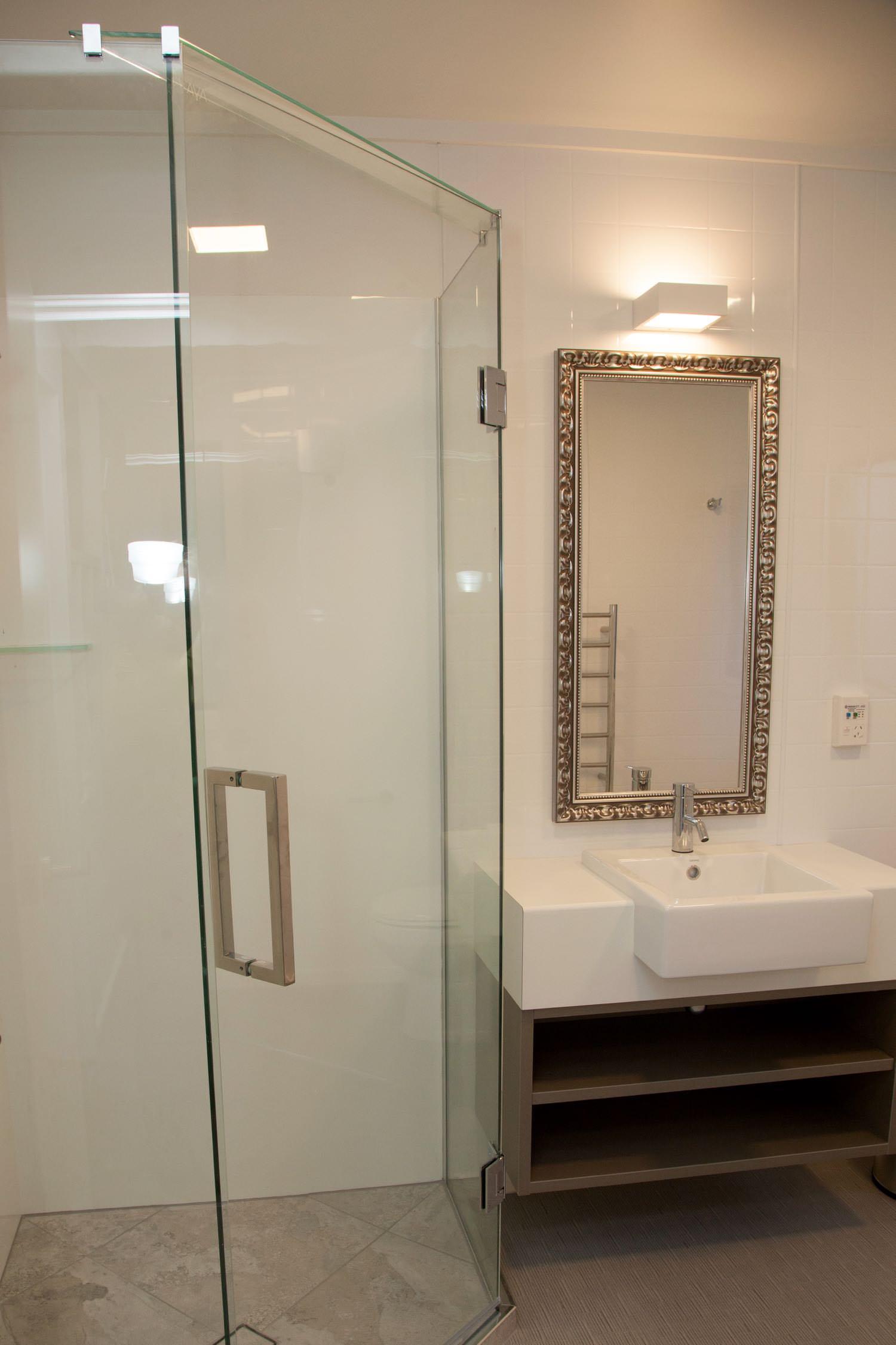 2 bedroom suite - king & queen bathroom