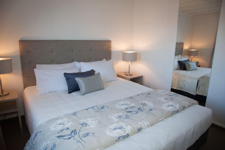 2 bedroom suite - king & queen bed