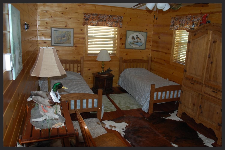 OO Hunting Lodge Duck Room