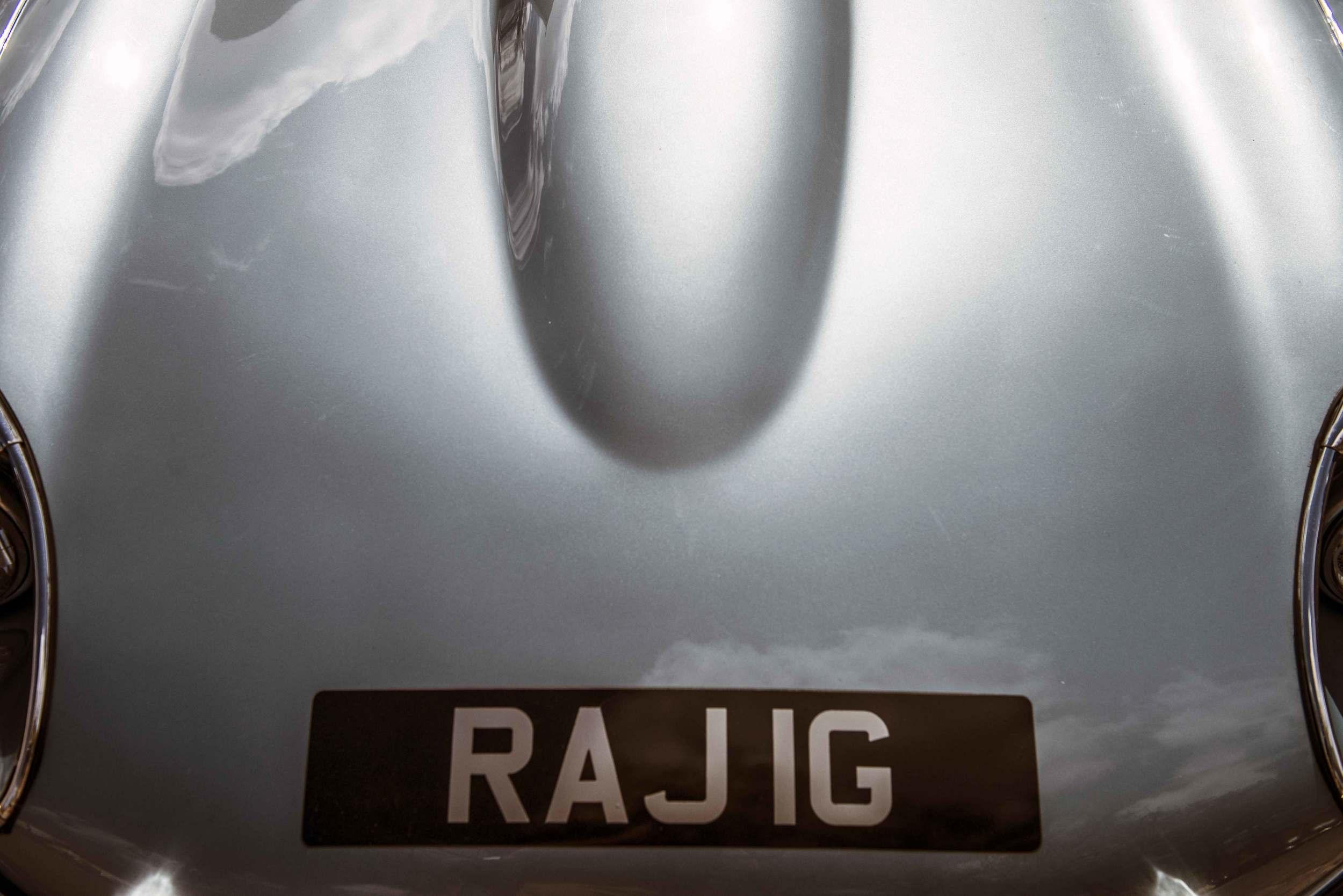 Jaguar E-Type - detail - grey bonnet