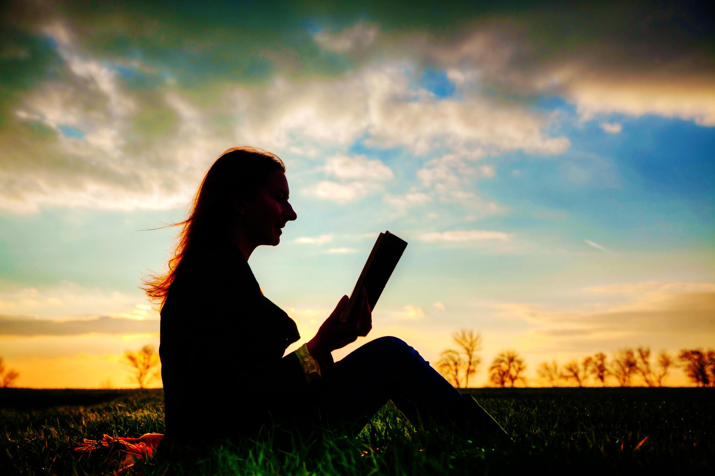 Girl_story_reading_book