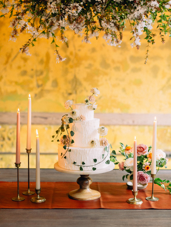 Photo: Olivia Richards Photography  Cake: A spoonful of Sugar Cakes