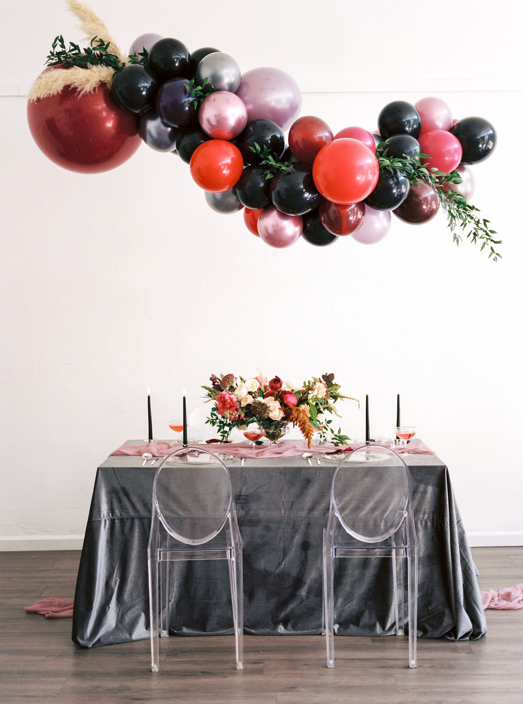 Linens and Balloon Installation Inspirations for New Year Events and Weddings