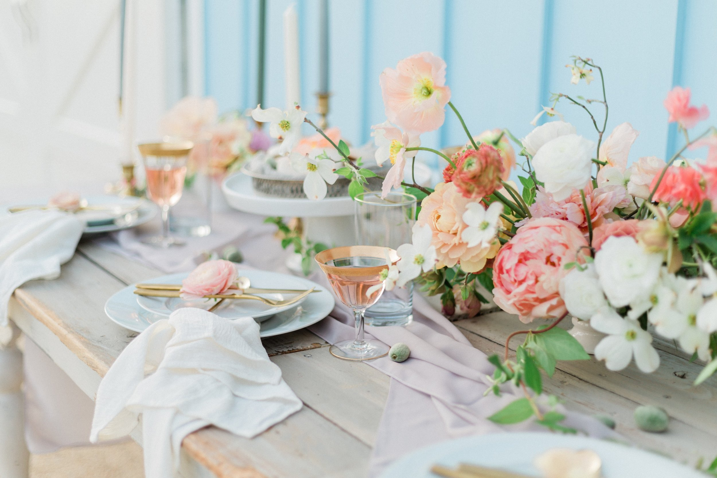 Dreamy and flowy silk table runners fro fresh spring tablescape