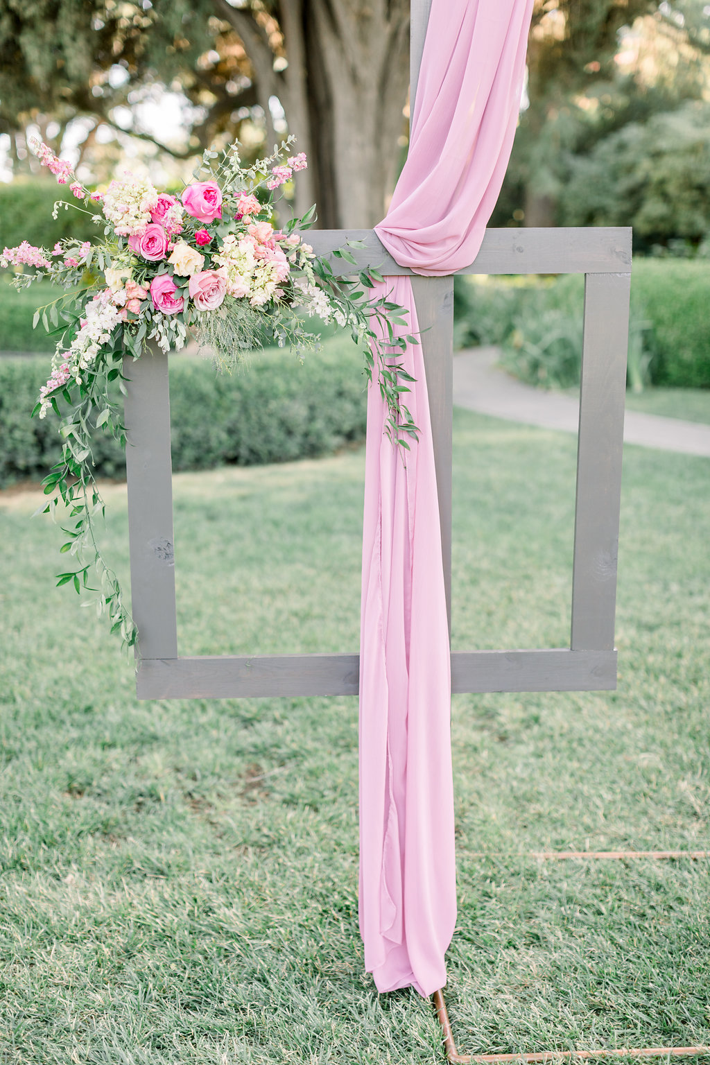 Easy wedding installation idea using silk chiffon linens and floral arrangements