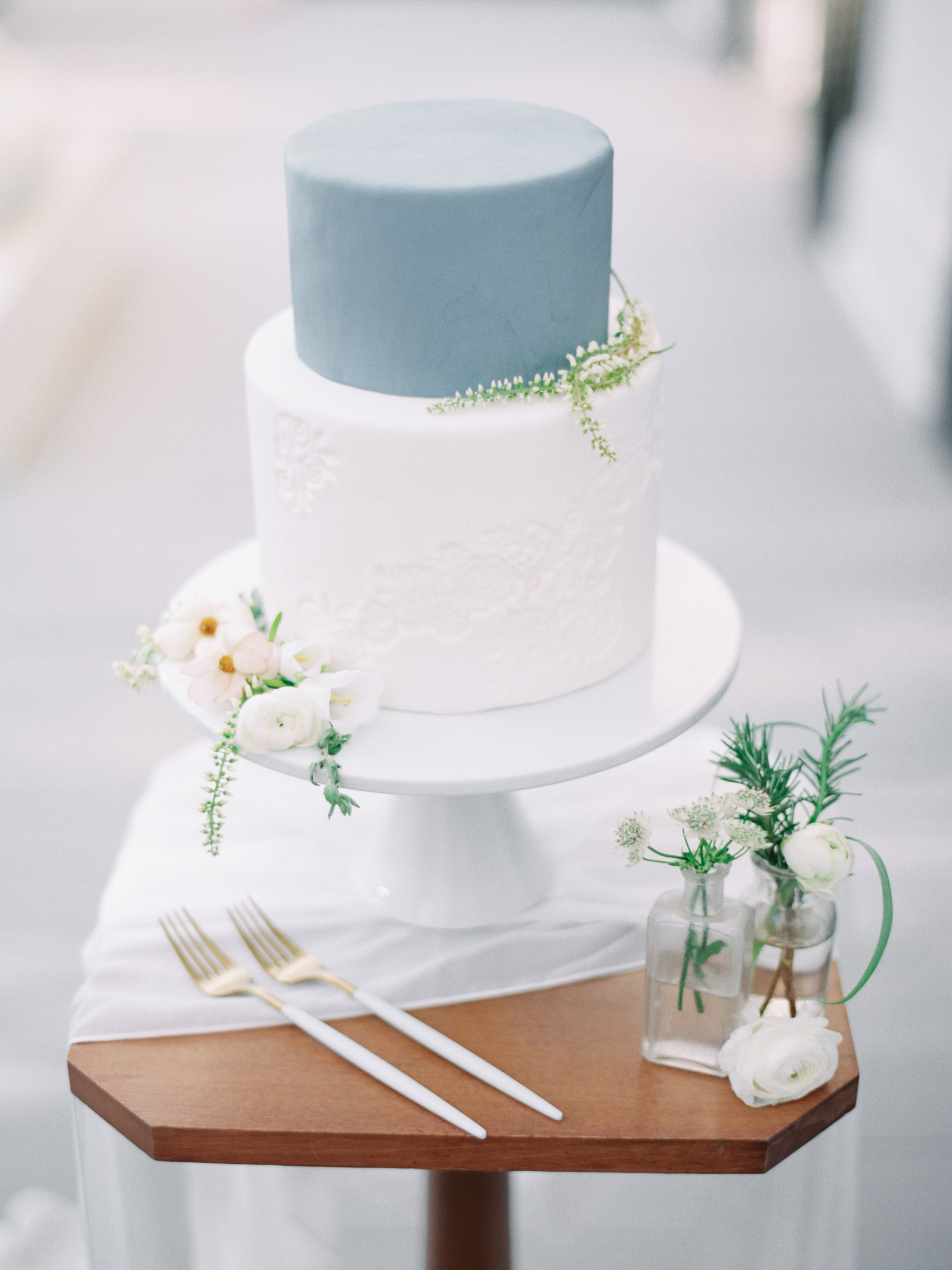 Minimalist White and Gray Aesthetic Wedding Cake with Silk Chiffon White Table Runner