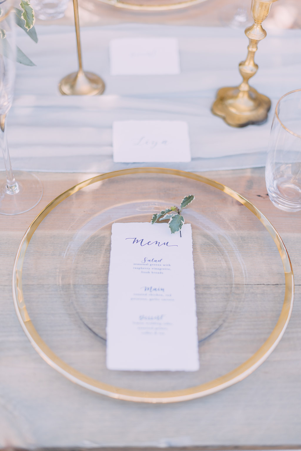elegant and minimalist gold and transparent tableware for french classic wedding tablescape