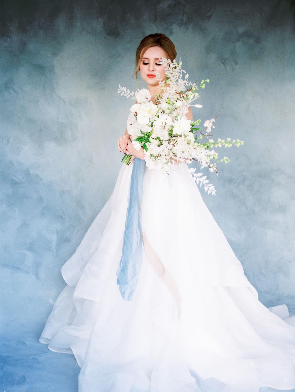 Pretty blue bride look inspo with blue silk ribbon bouquet