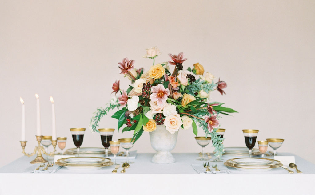 Pretty floral blooms for elegant wedding tablescape