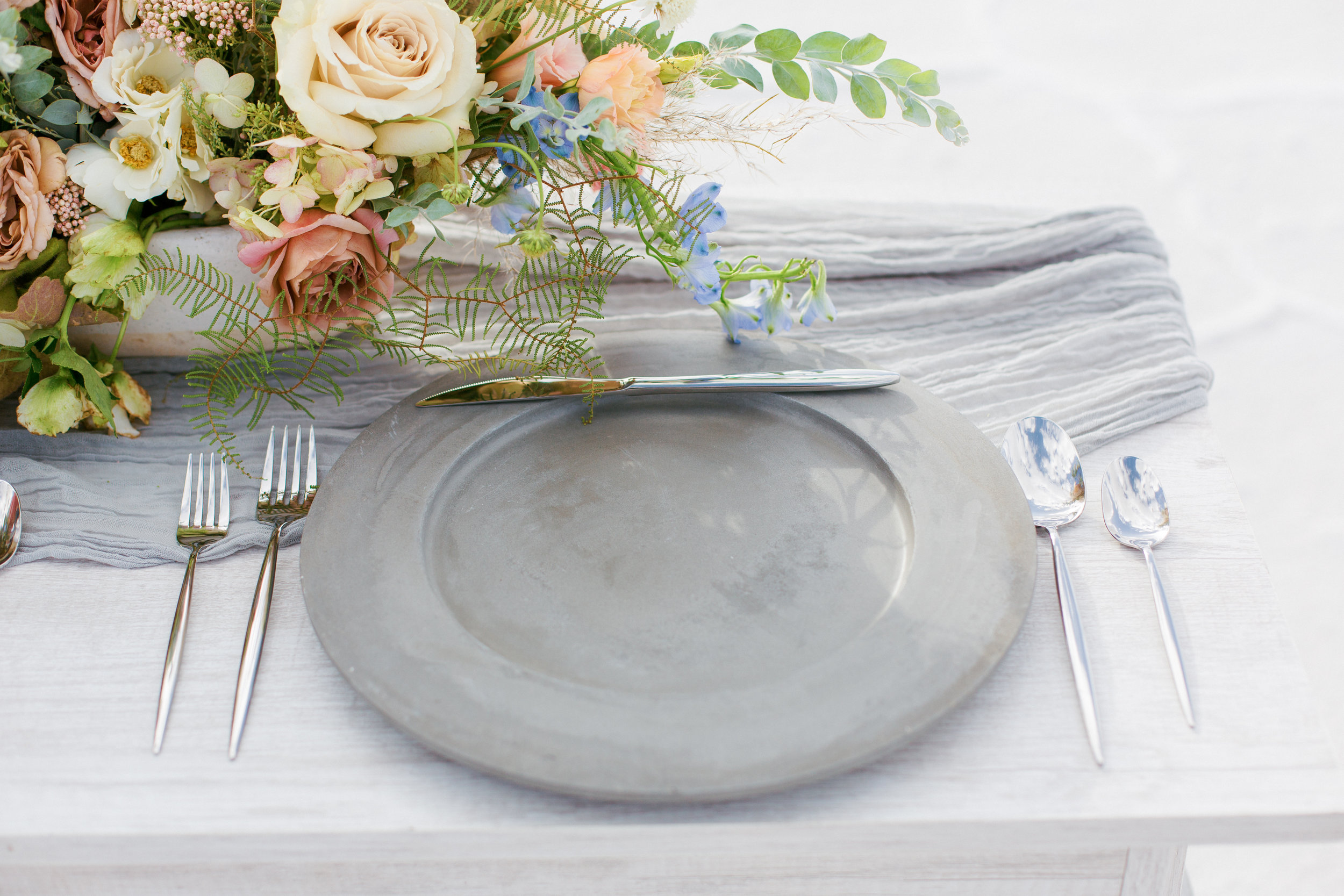 tableware for modern minimalist wedding with gorgeous gauze table runners