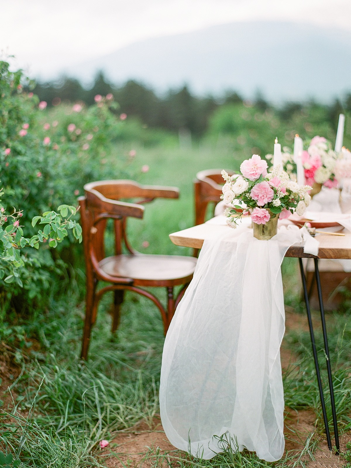Flowy and pretty white silk table runner for dreamy outdoor wedding reception 2019