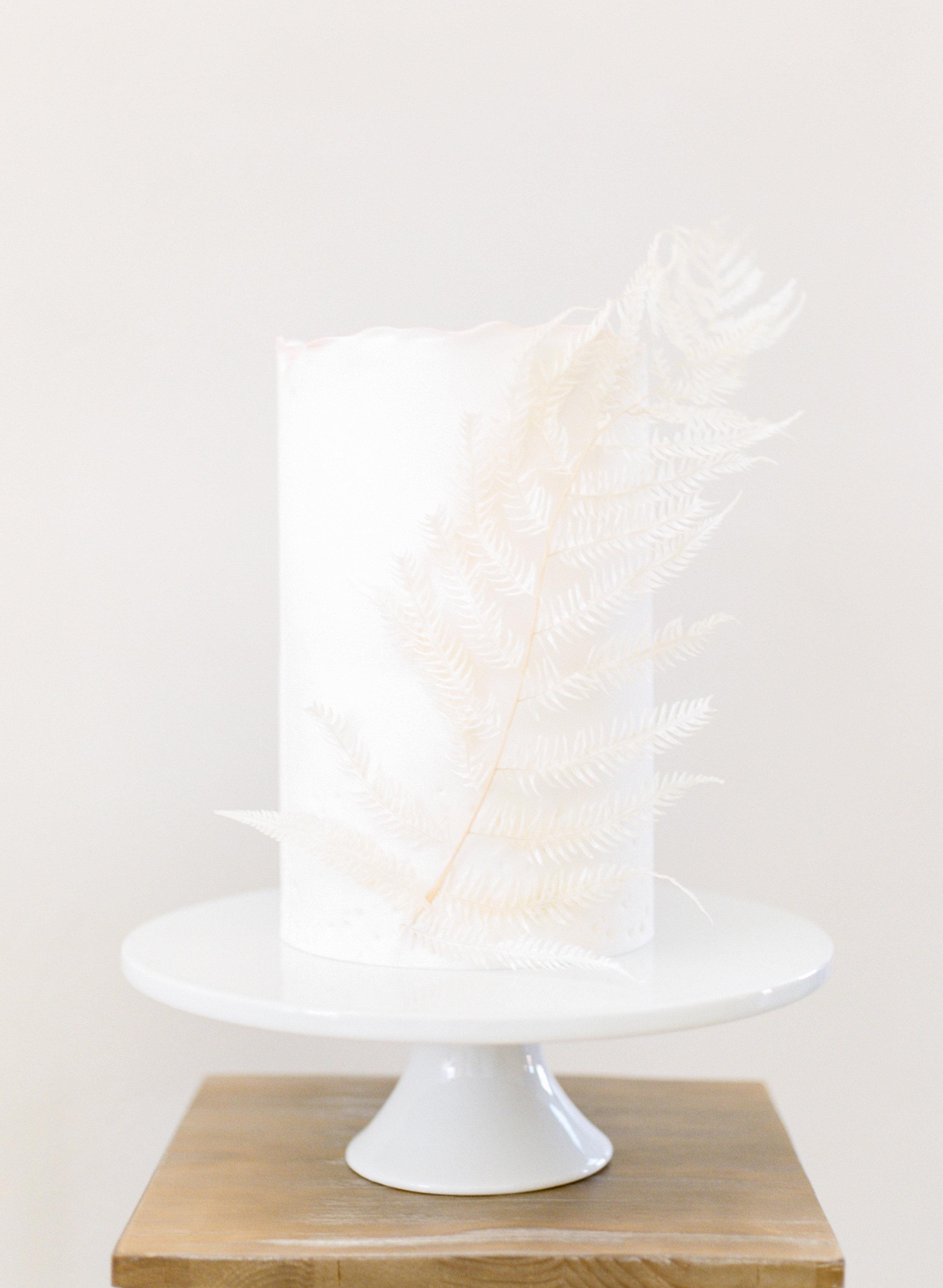 Minimalist wedding cake table ideas for 2019