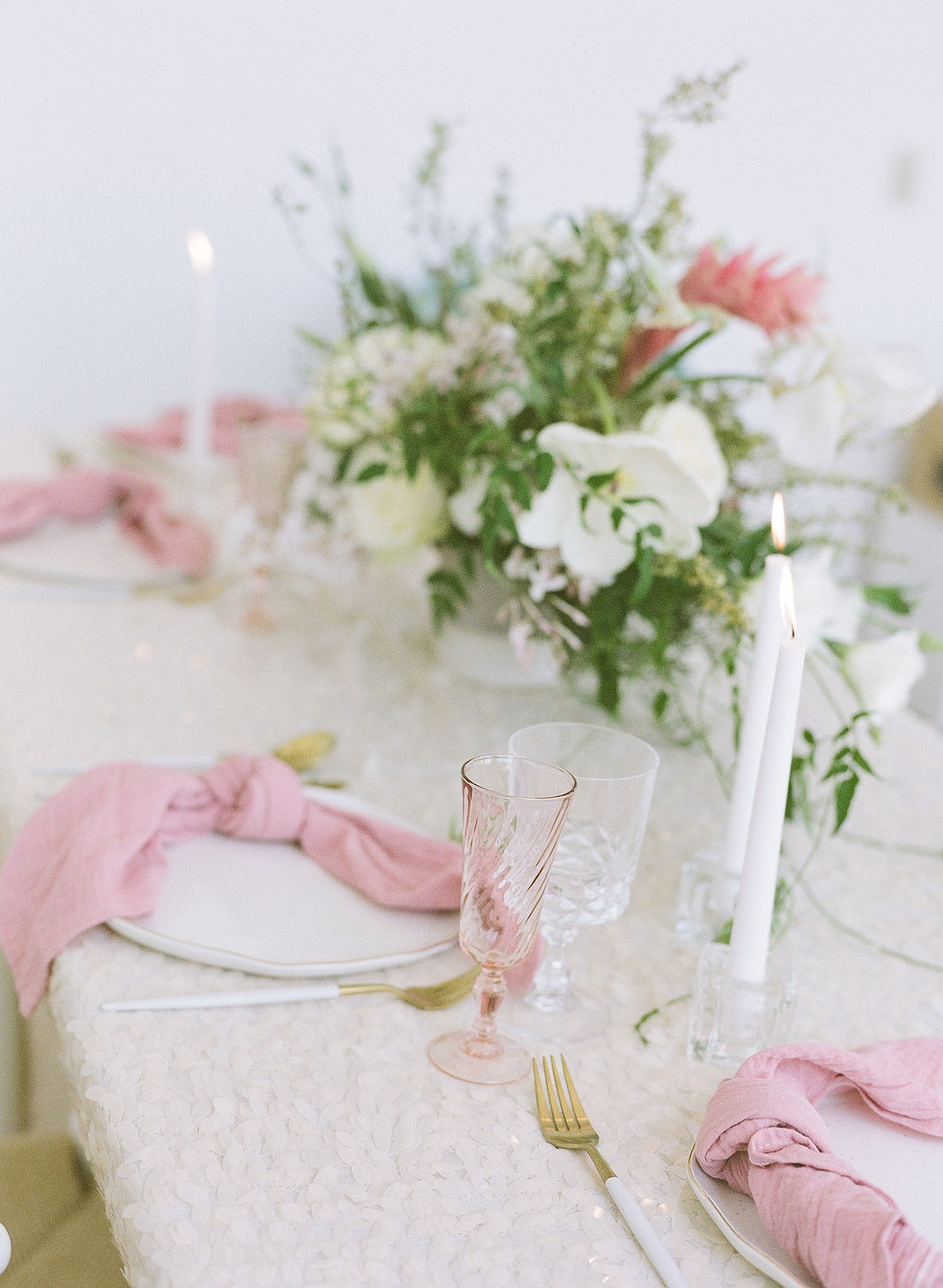 Gorgeous glassware and tableware for romantic weddings with sequin linens