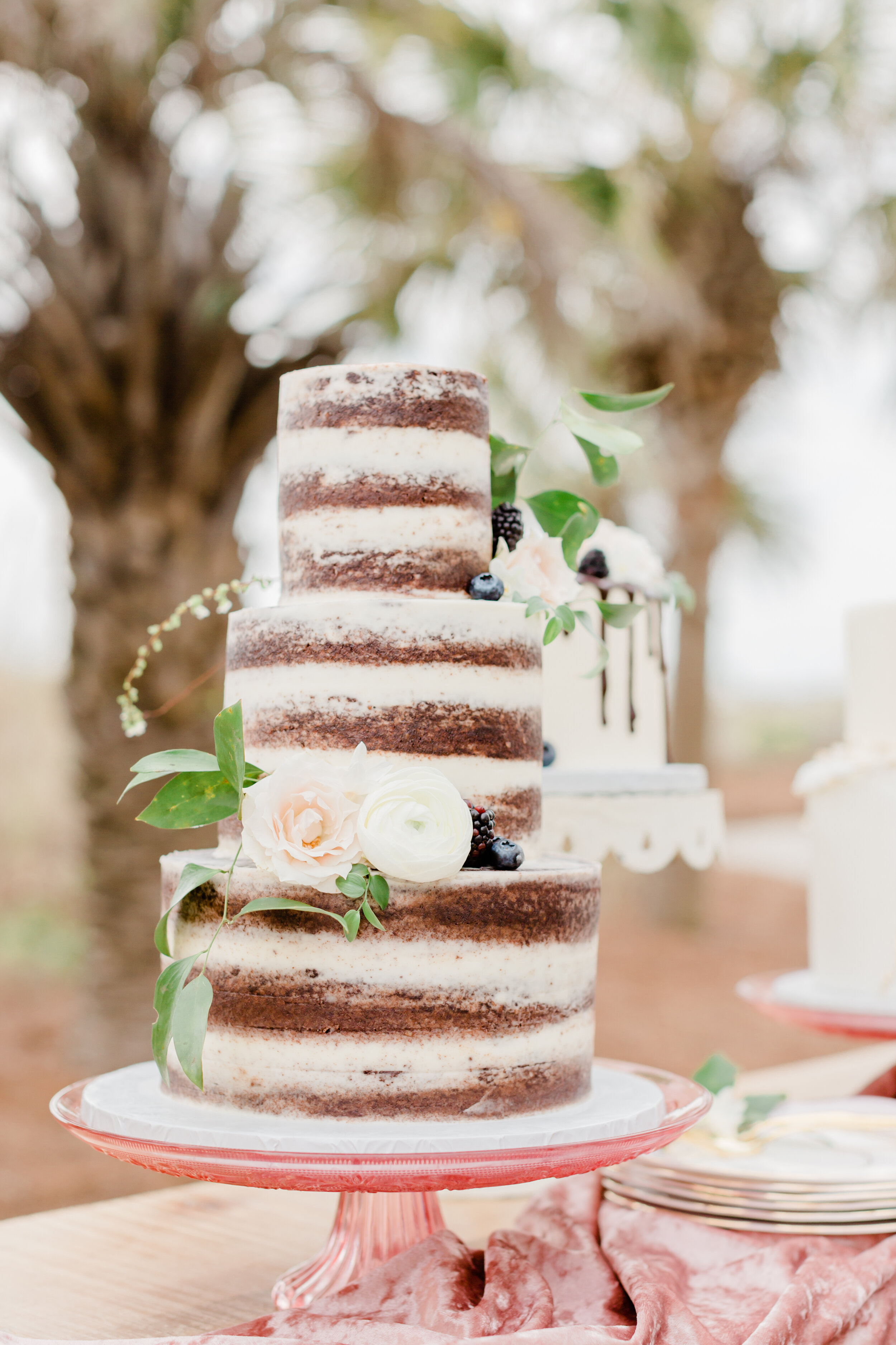 beautiful glass cake stand ideas for wedding cake table