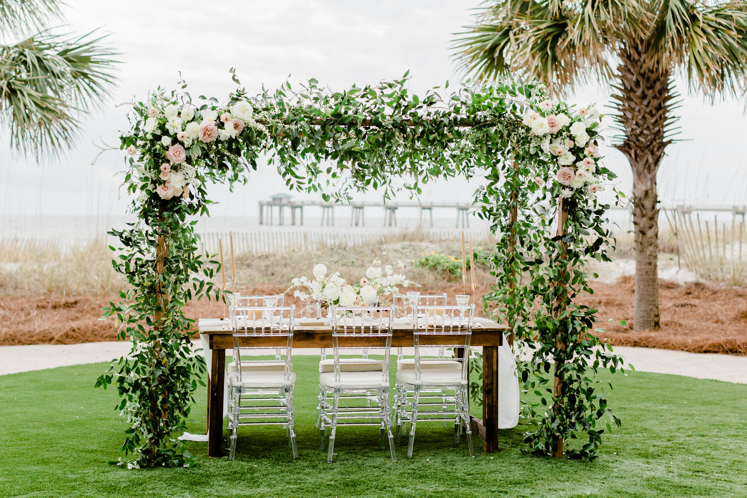 pretty and simple dreamy rustic outdoor wedding table design idea