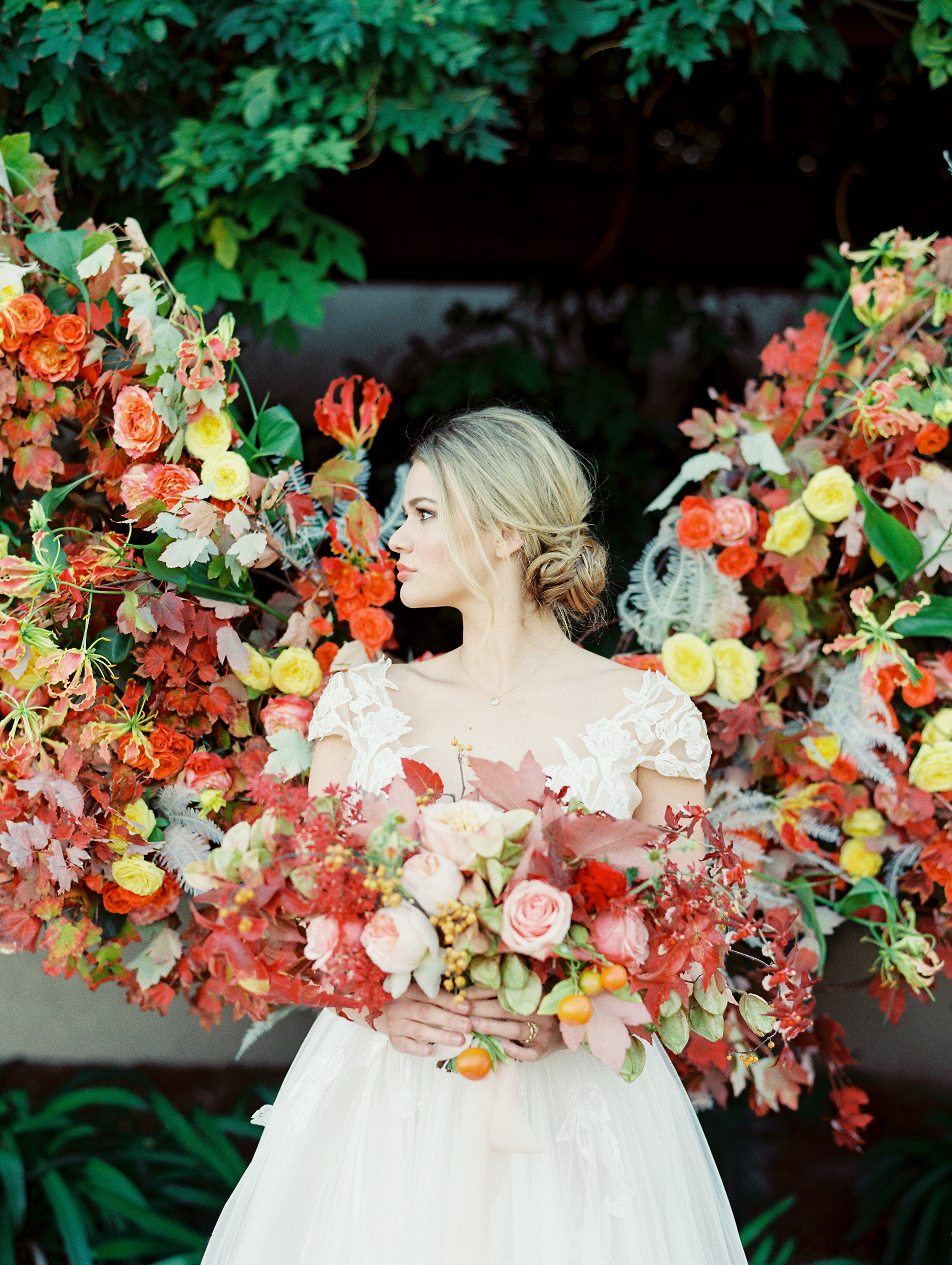 bridal makeup idea for bridal photoshoot with gorgeous autumn floral design and silk ribbon bouquet