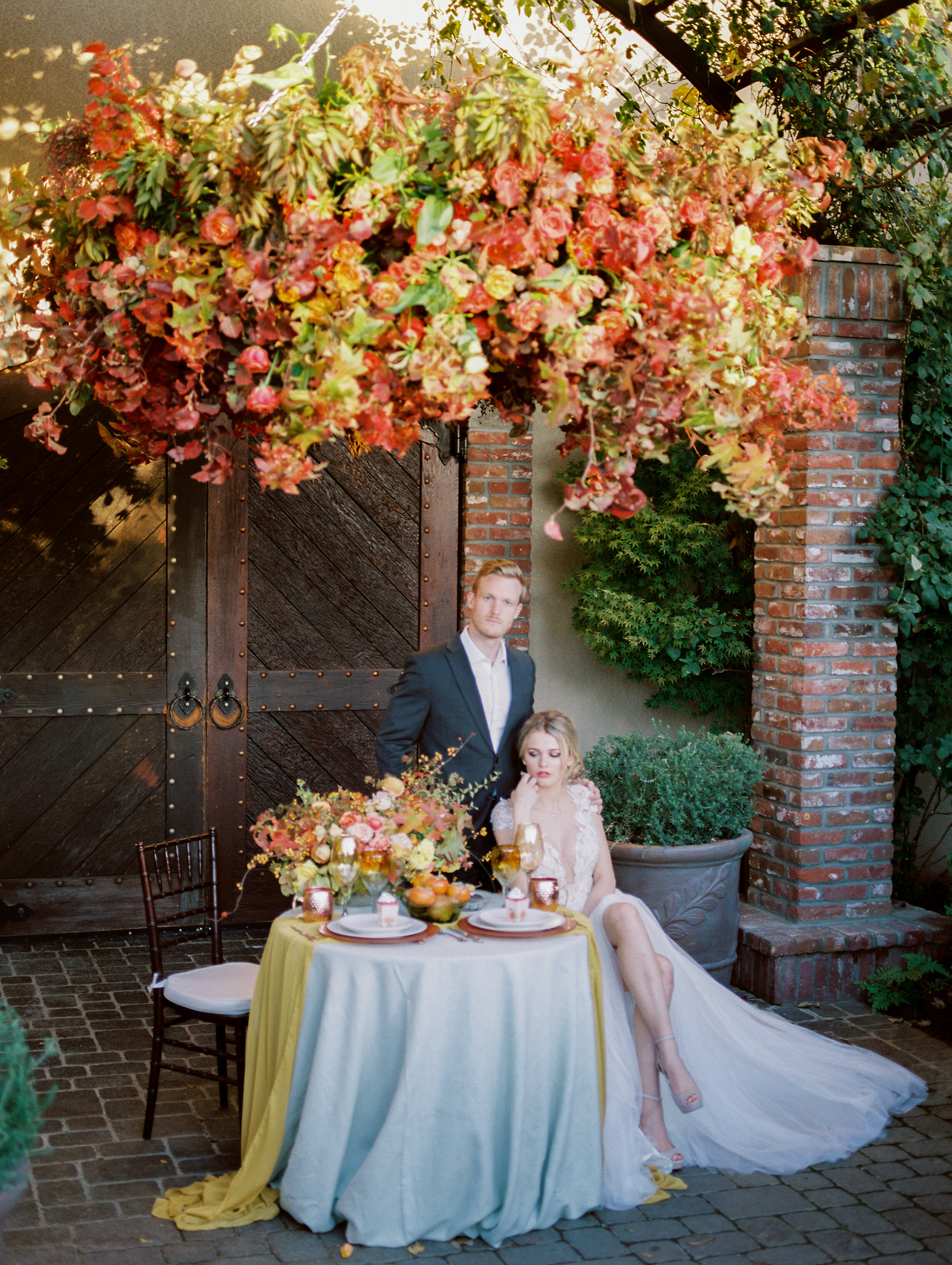 outdoor 2019 fall wedding tablescape design inspiration with gorgeous mustard silk table runners