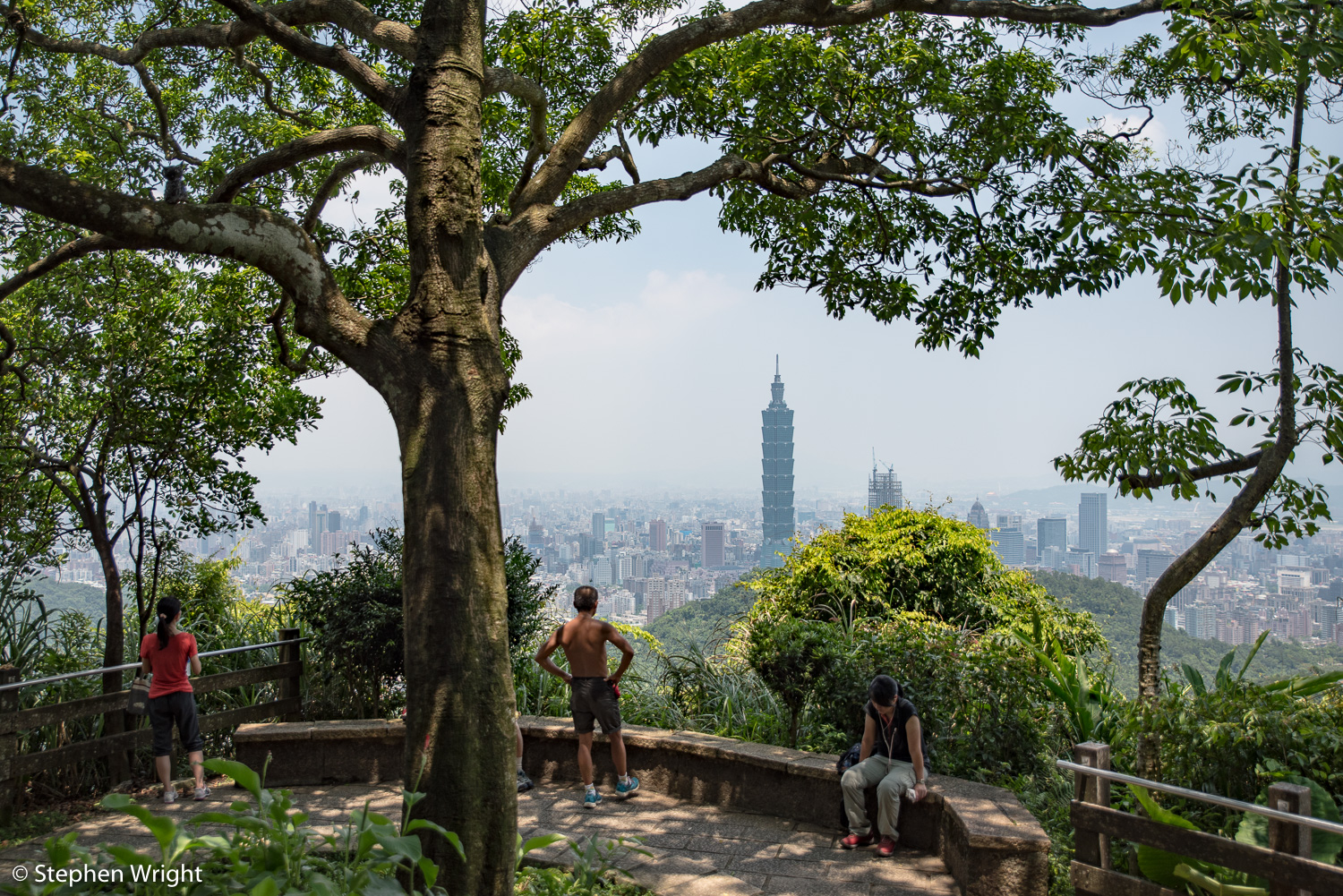 Elephant Mountain overlooking the iconic skyscraper, Taipei 101.
