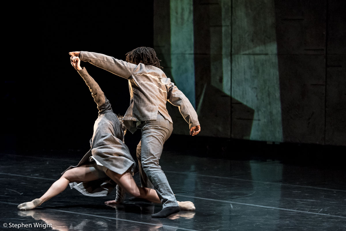 Edit Domoszlai  and  Miguel Altunaga  in  Malgorzata Dzierzon 's work  Flight  performed by  Rambert