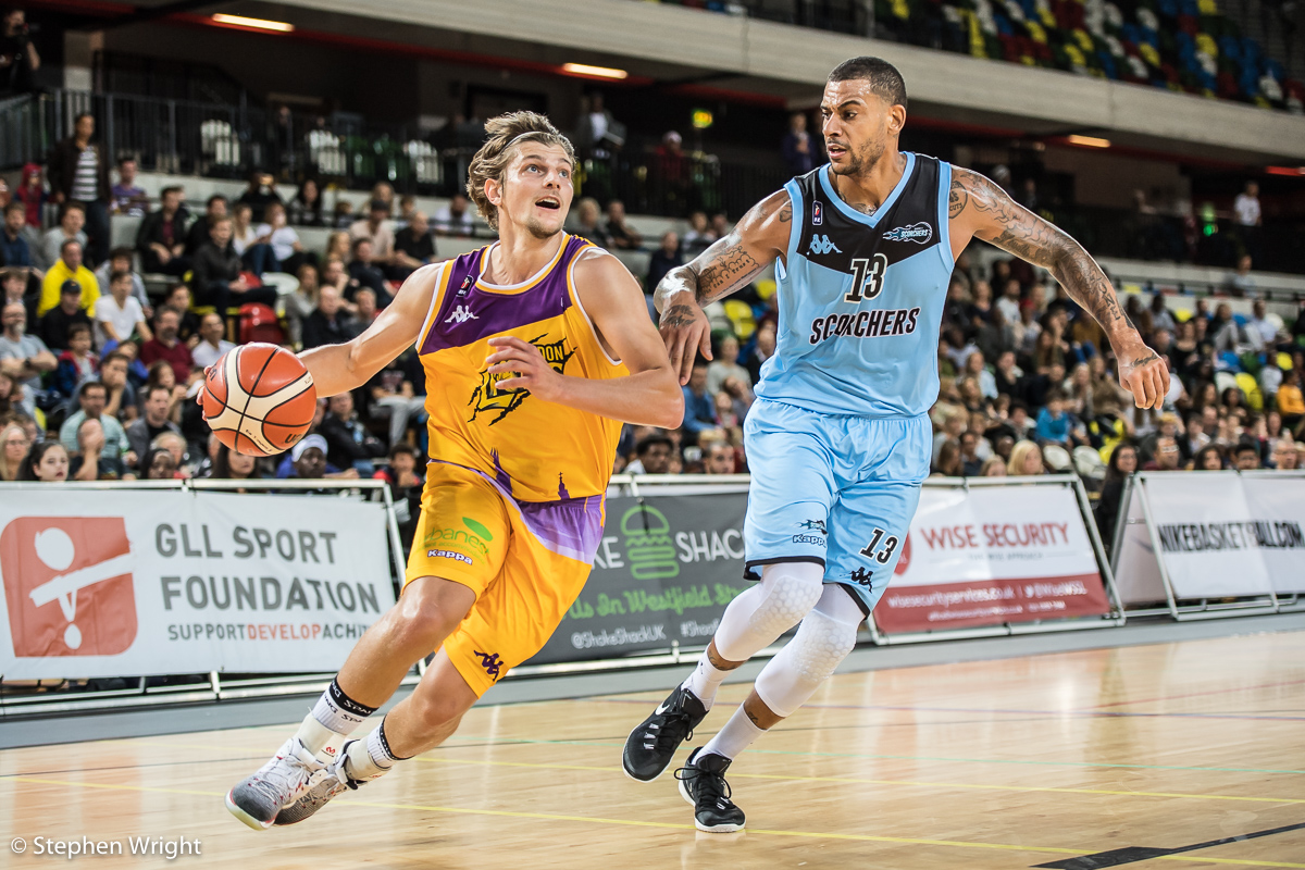 Moritz Lanegger of the  London Lions  faces off with  Gerald Robinson  of the  Surrey Scorchers .