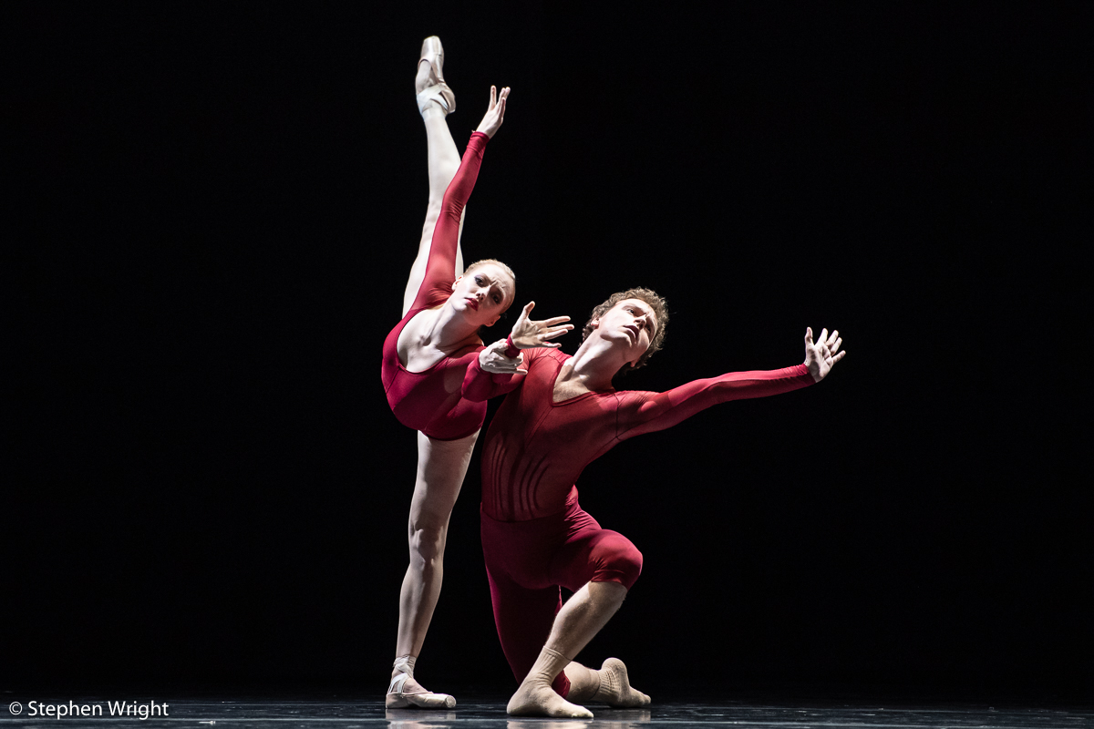 Aidan Gibson  and  Casey Ouzounis  of  SemperOper Ballett  perform  Neue Suite  choreographed by  William Forsythe .