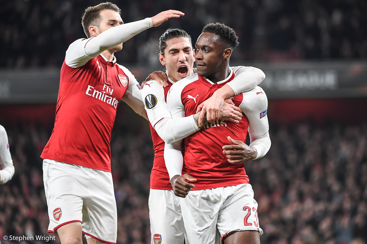 Danny Welbeck  of  Arsenal  celebrates scoring with  Hector Bellerin  and  Aaron Ramsey .