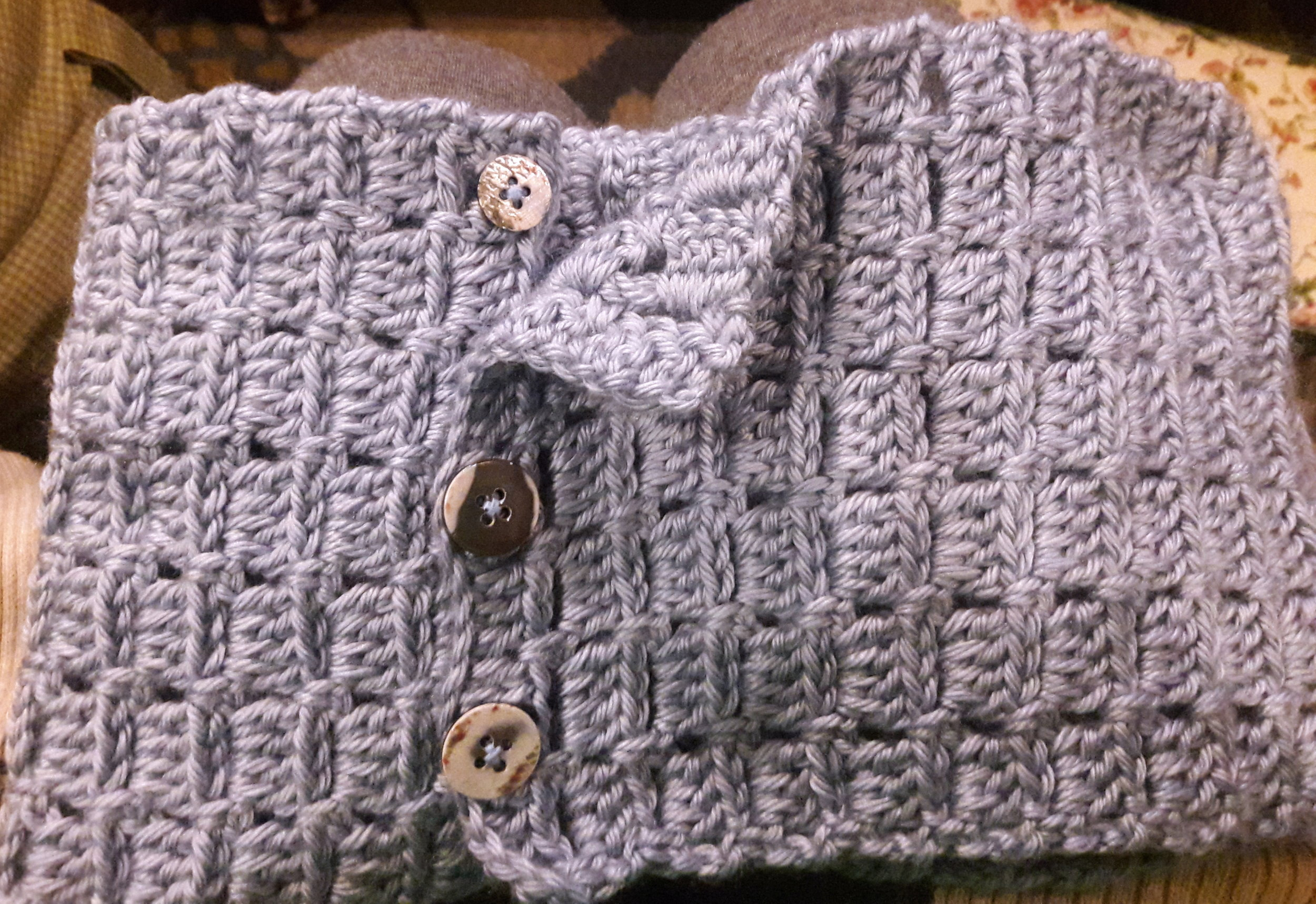 3 buttons make this cowl wearable 3 different ways