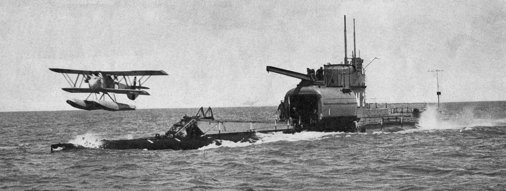 British_Submarine_HMS_M2.jpg