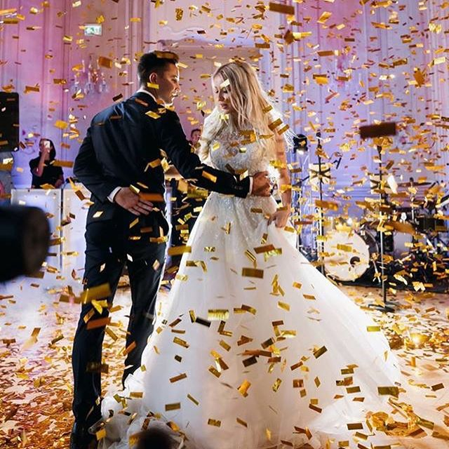 Planning the #firstdance ? Choose soft and beautiful melody with passion and good vibe✨ .. and have confetti🎇 • • #weddingdress #wedding #weddingcake #weddingdecor  #weddingideas #firstdance #love #evententertainment #partyband #weddingbands #europewedding #weddingineurope #weddinginspiration #hochzeit #hochzeitslocation #hochzeitsplaner #hochzeitmusik