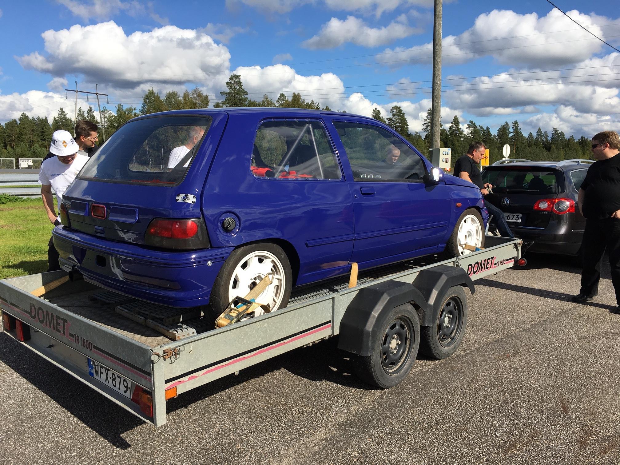 Markku ja Kalle Kivistön Clio 2,0 16v mk1