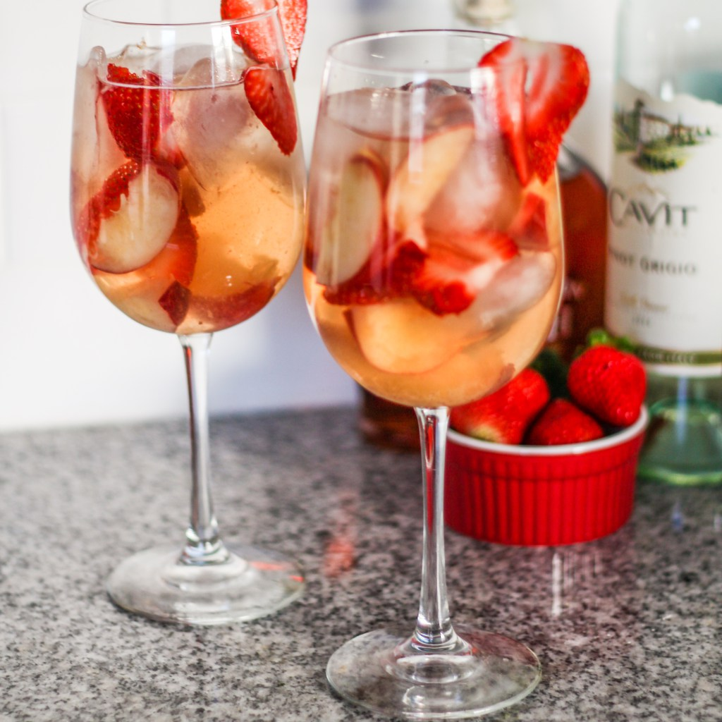 Peach_strawberry_sangria_cocktail_recipes
