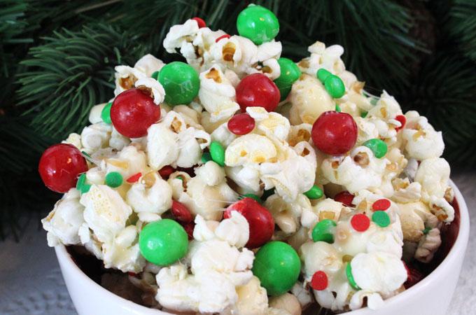 santa-crunch-christmas-popcorn-main.jpg