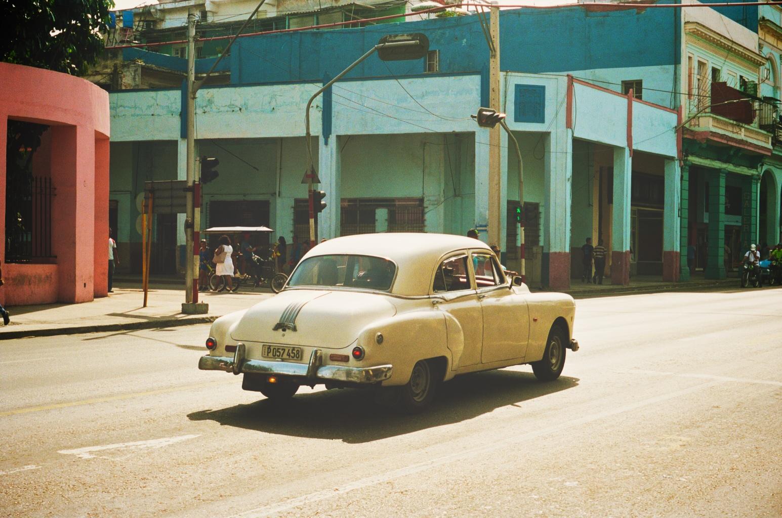 001_CubaCar.jpg