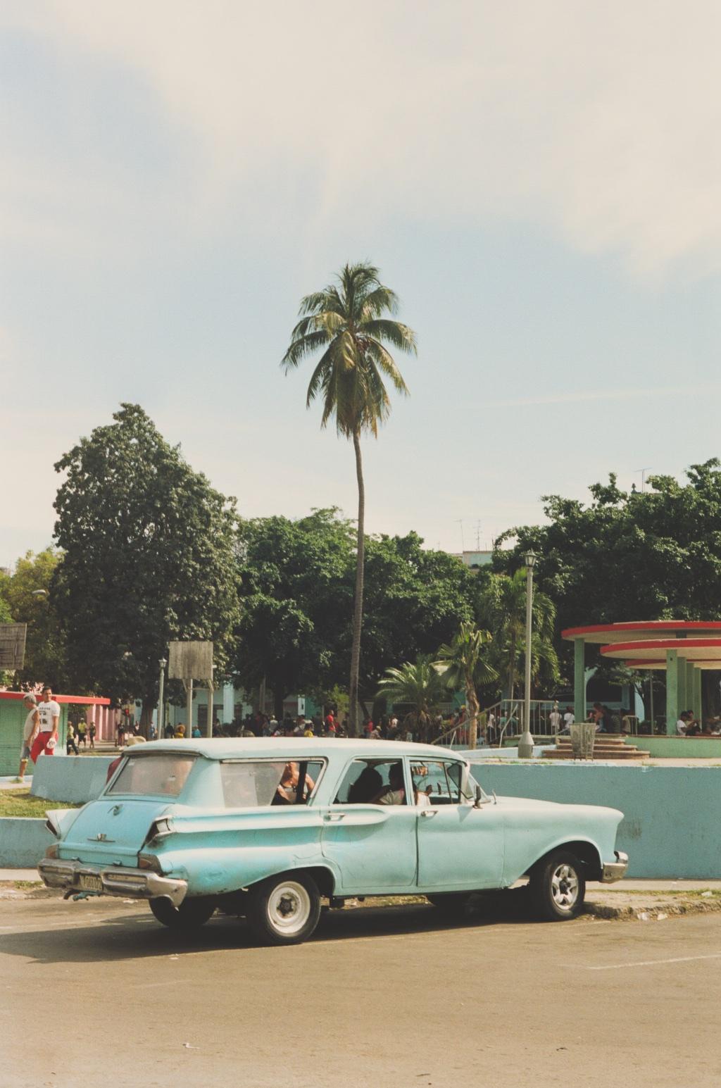007_CubaBlueCar.jpg
