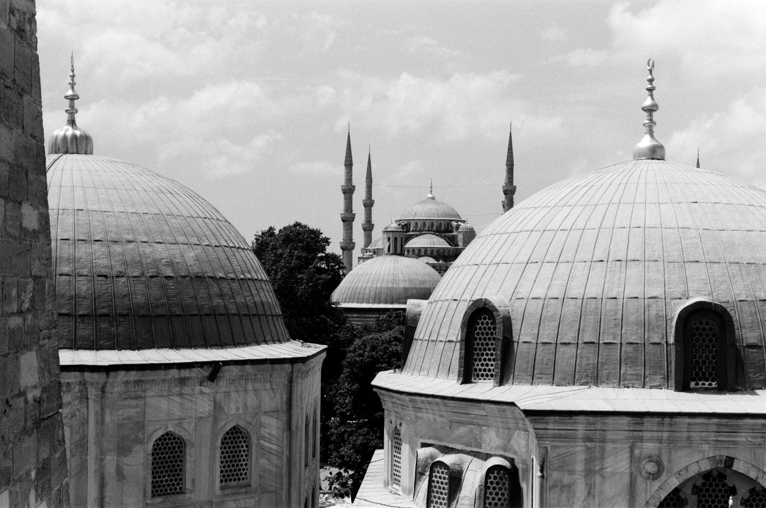 050_IstanbulRoofs.jpg