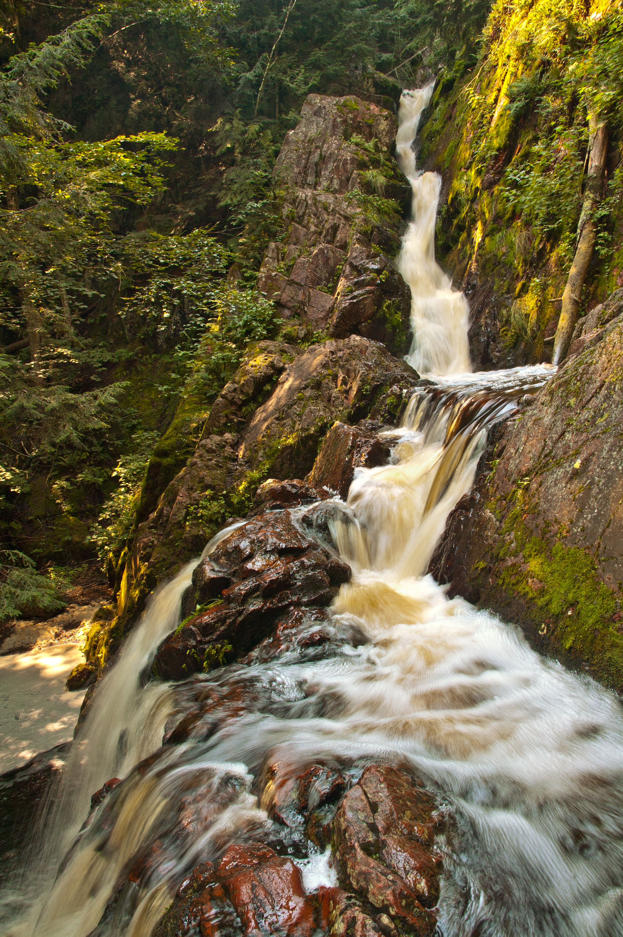 Morgan Falls twists over ancient rocks.