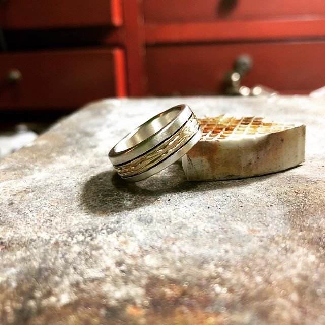 Spent my Monday morning adding the final touches to a custom wedding band. 🙂