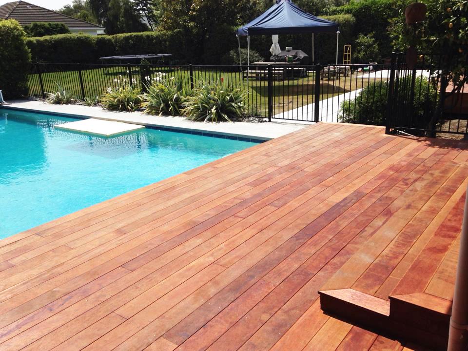 landscapes-unlimited-hardwood-deck-pool-paving.jpg