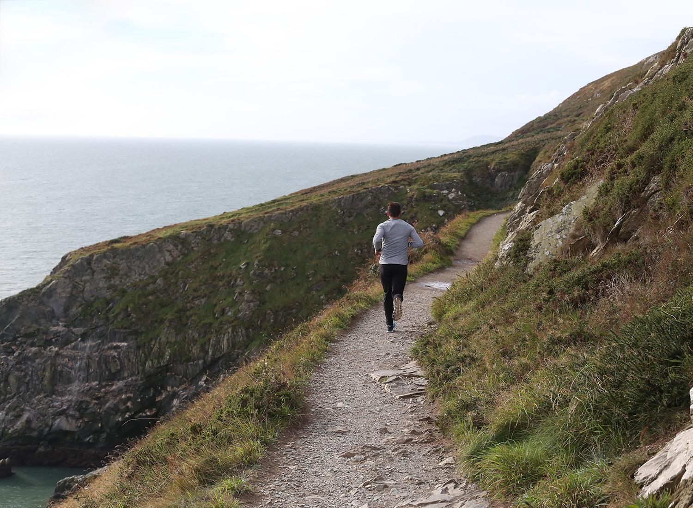 ireland-howth-cliff-walk-running.jpg