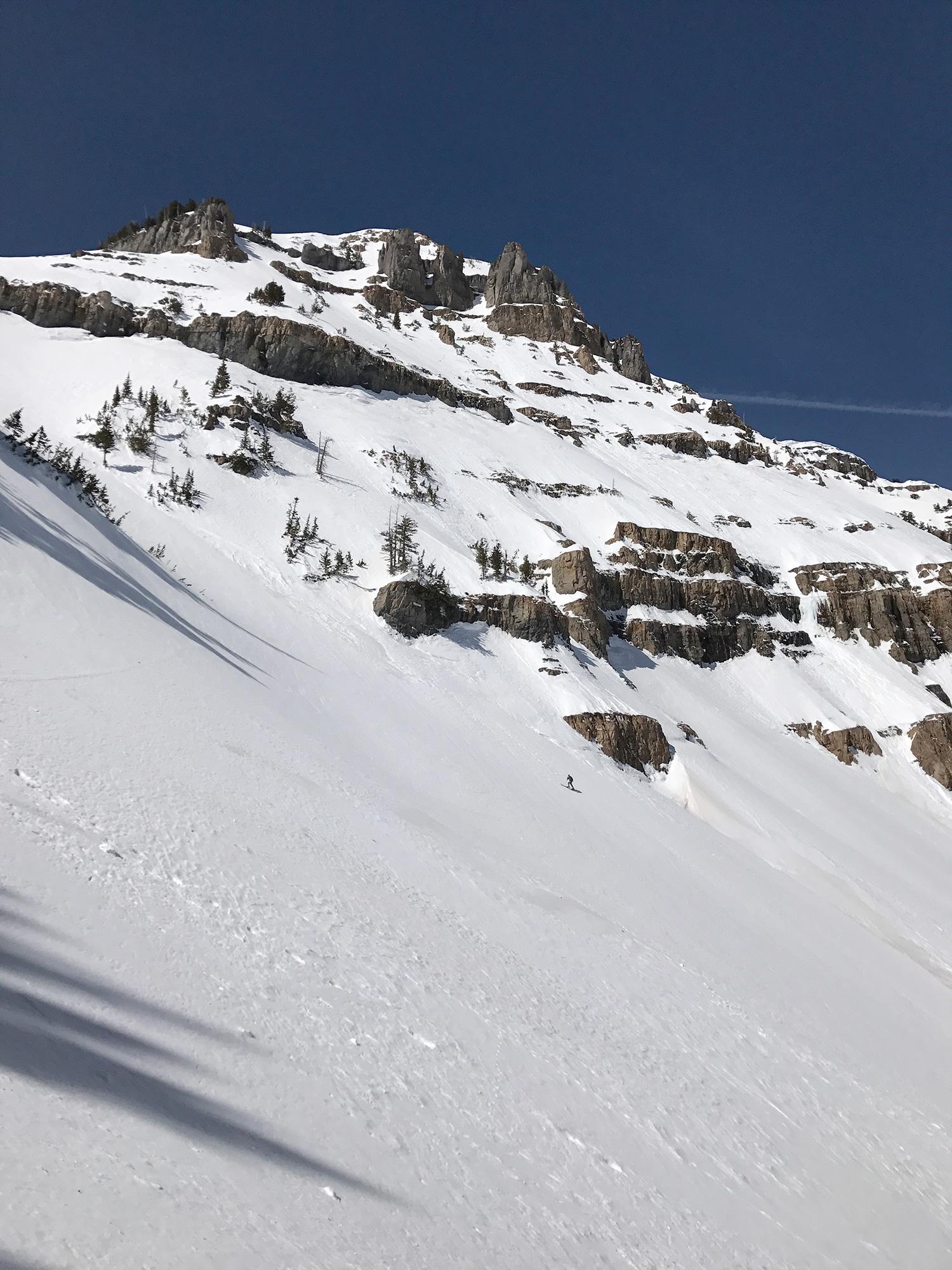 skier-next-roberts-horn-peak.jpg