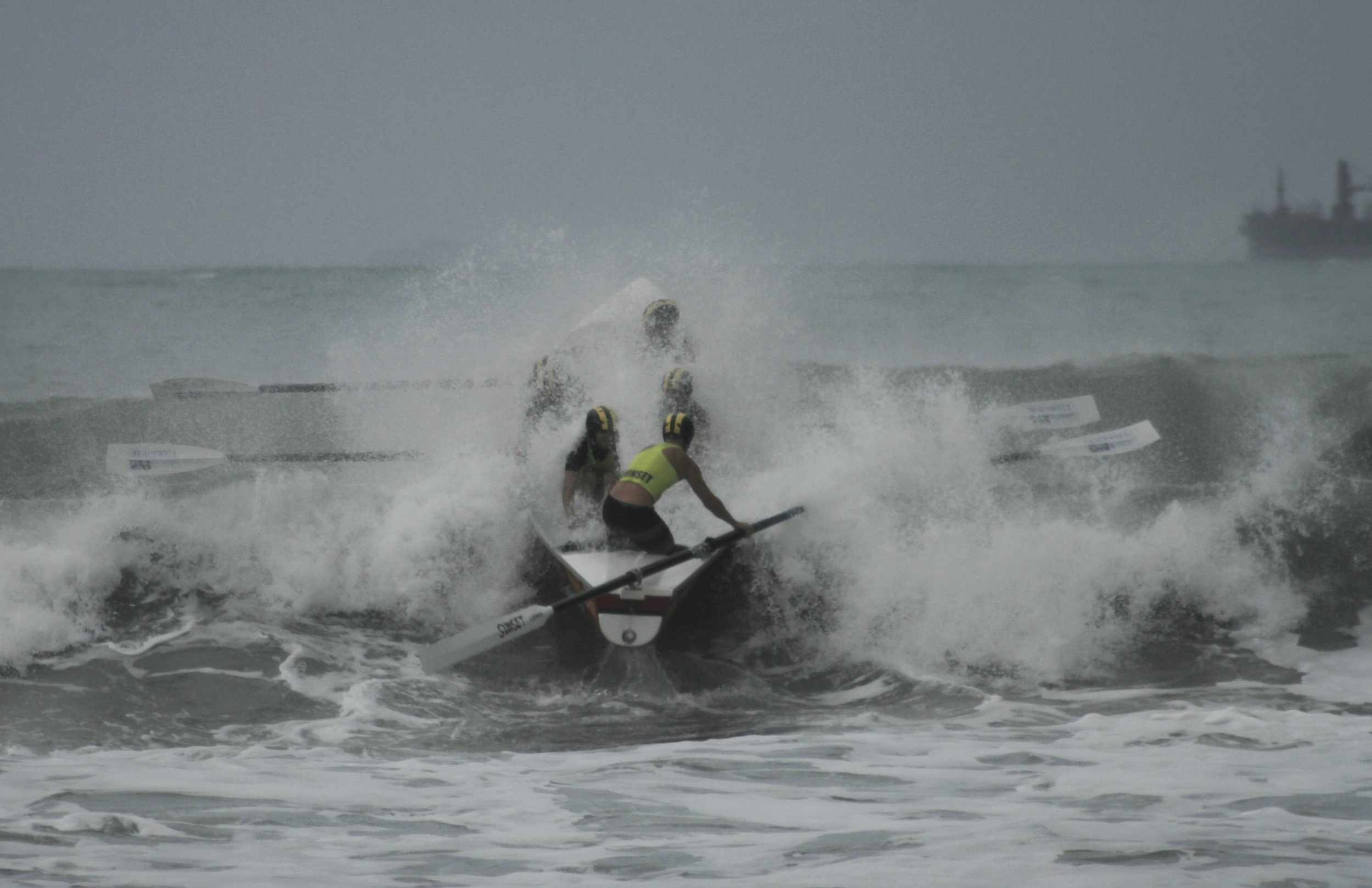 Tough Surf Conditions at Midway Beach, Gisborne