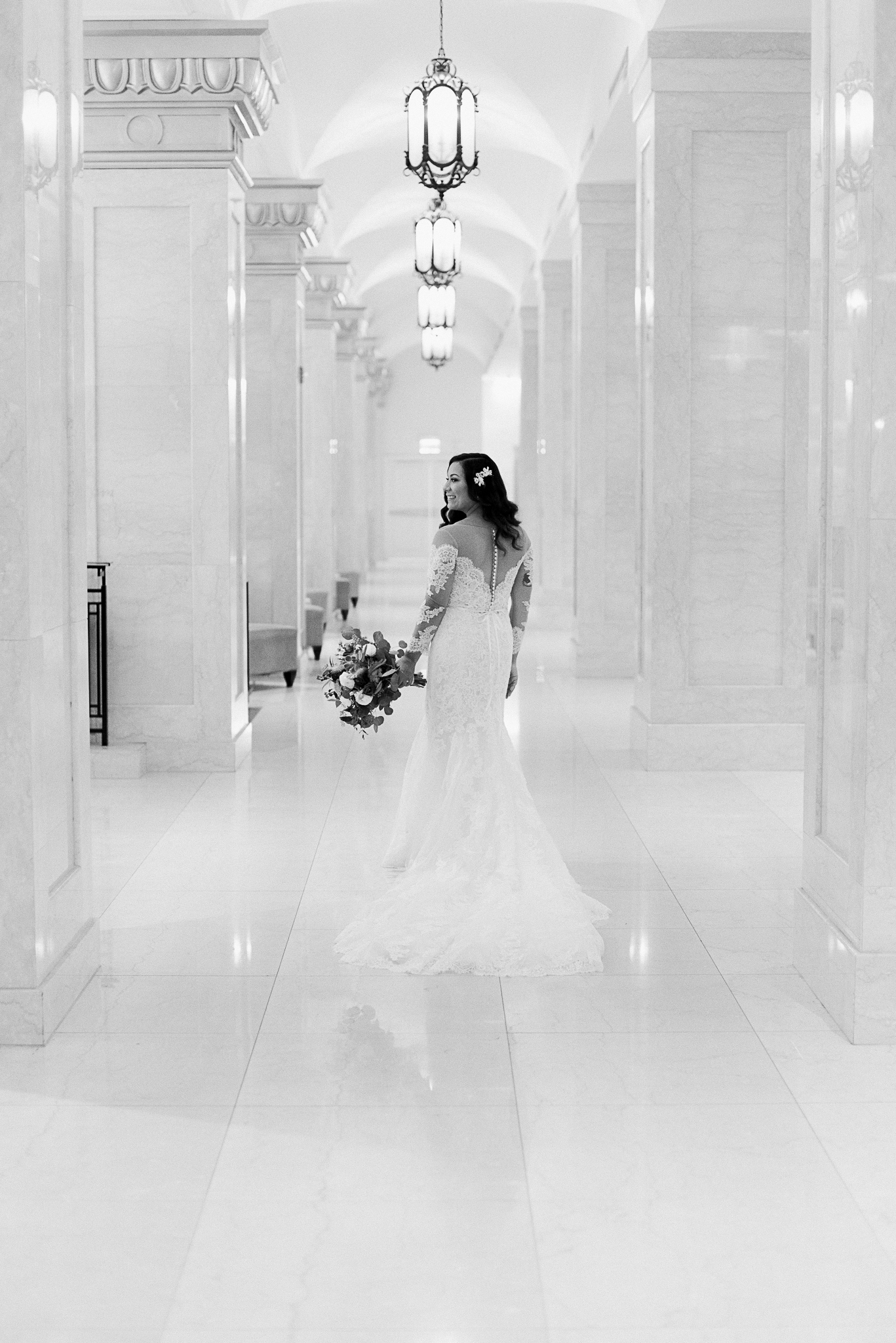 chicagoweddingphotographer_lacunalofts-1016.jpg