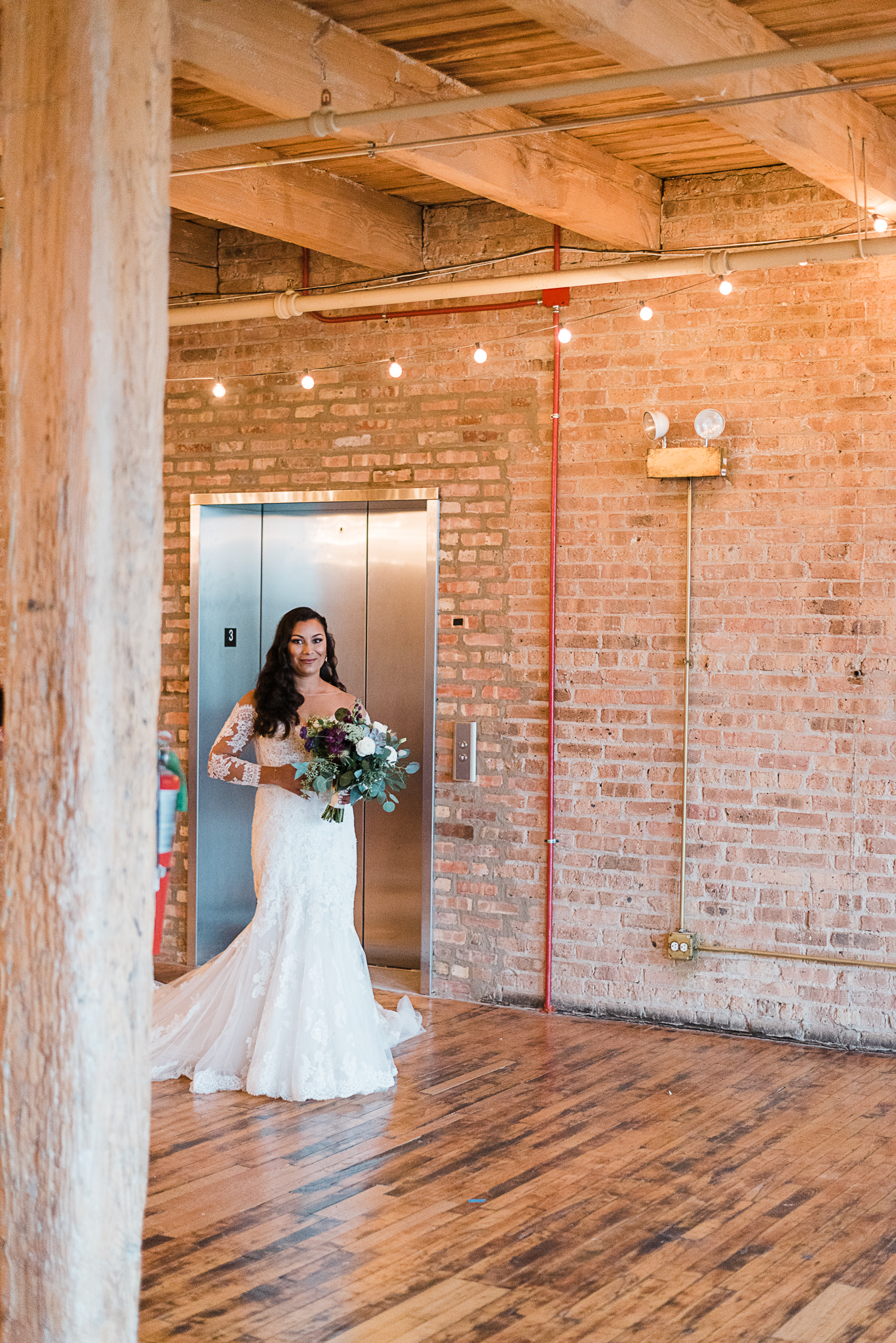 chicagoweddingphotographer_lacunalofts-1025.jpg